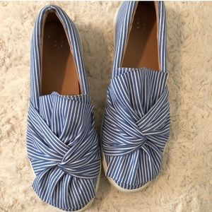 Blue and white bow sneakers